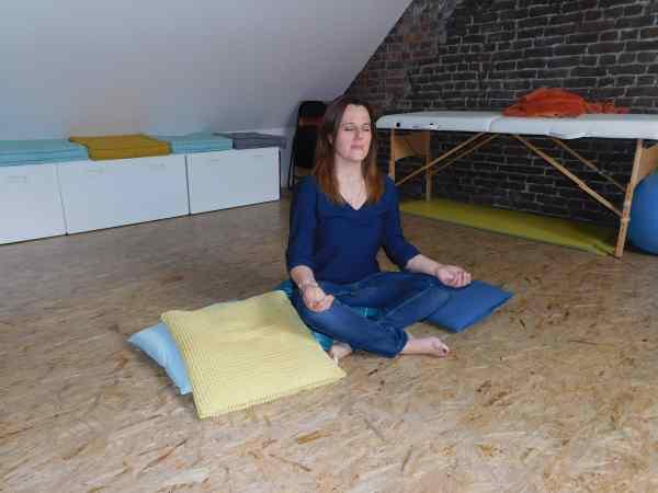Fanny dans sa salle de méditation