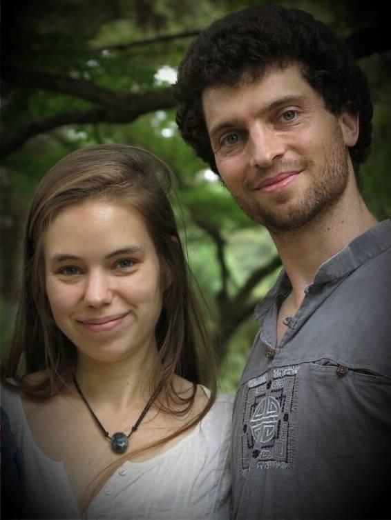 Christelle Fraiteur, ancienne ingénieure, pose aux côtés de son mari Edouard